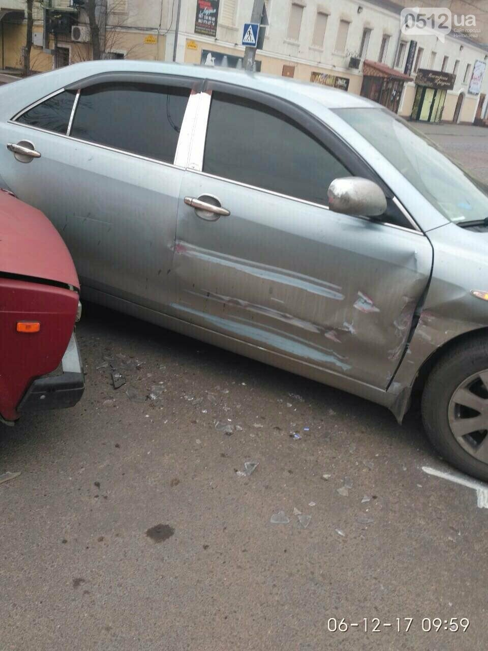 В Николаеве на равнозначном перекрестке дорог столкнулись Toyota и ВАЗ, - ФОТО, фото-3