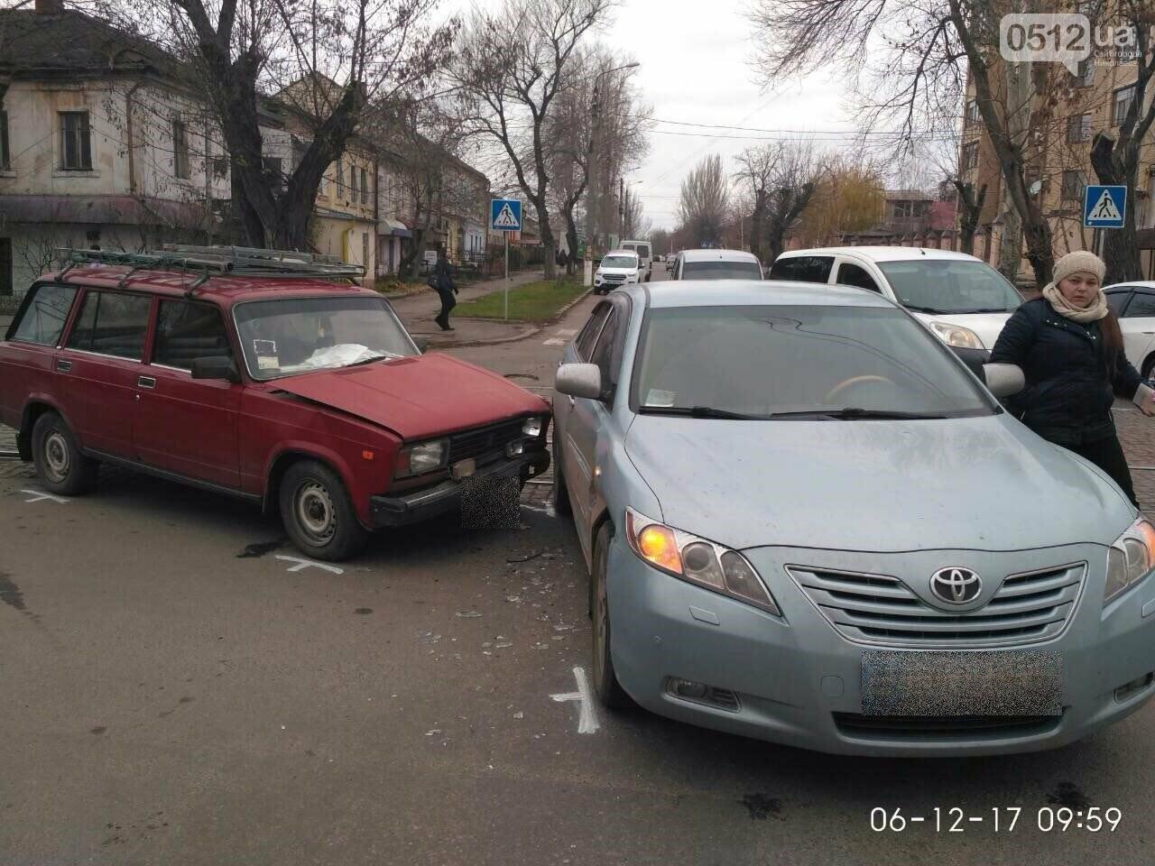 В Николаеве на равнозначном перекрестке дорог столкнулись Toyota и ВАЗ, - ФОТО, фото-4