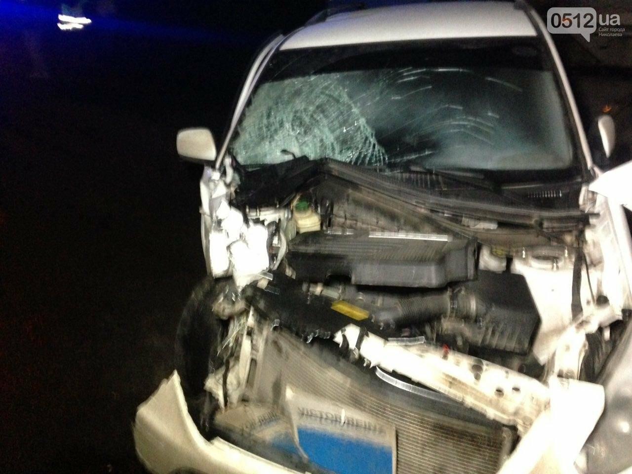 """На въезде в Николаев """"легковушка"""" лоб в лоб столкнулась с грузовиком - есть пострадавшие, - ФОТО, ВИДЕО, фото-3"""