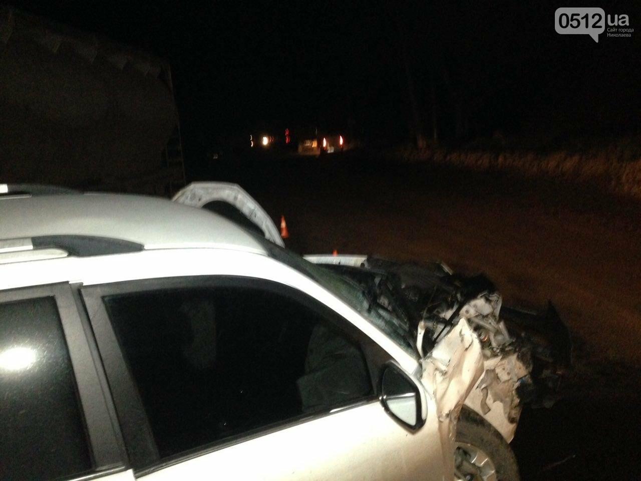 """На въезде в Николаев """"легковушка"""" лоб в лоб столкнулась с грузовиком - есть пострадавшие, - ФОТО, ВИДЕО, фото-2"""