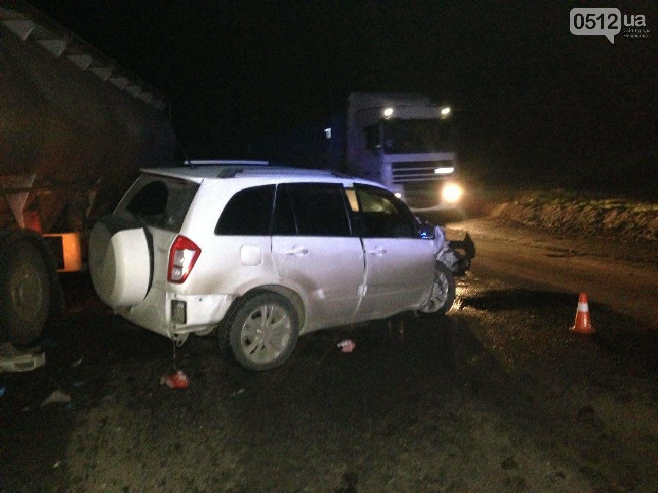 """На въезде в Николаев """"легковушка"""" лоб в лоб столкнулась с грузовиком - есть пострадавшие, - ФОТО, ВИДЕО, фото-12"""