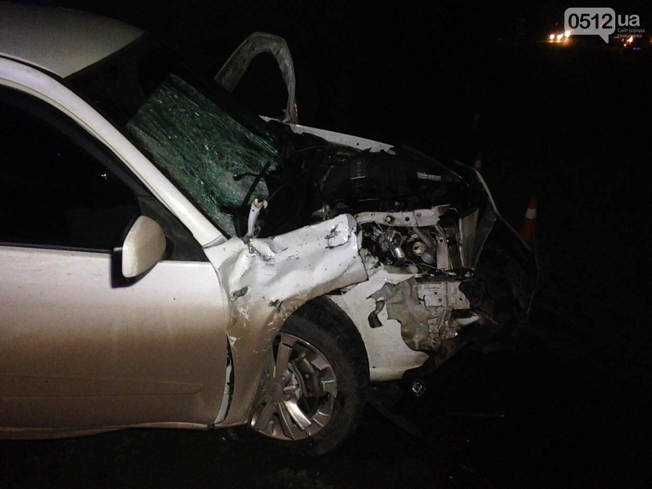 """На въезде в Николаев """"легковушка"""" лоб в лоб столкнулась с грузовиком - есть пострадавшие, - ФОТО, ВИДЕО, фото-11"""