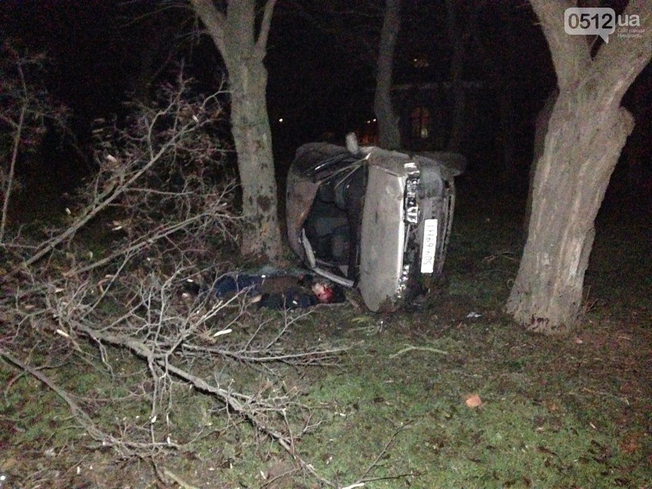 Страшное ДТП в Николаеве: 2 парня и 2 девушки на Мазде влетели в дерево - водитель умер на месте аварии, - ФОТО, фото-6