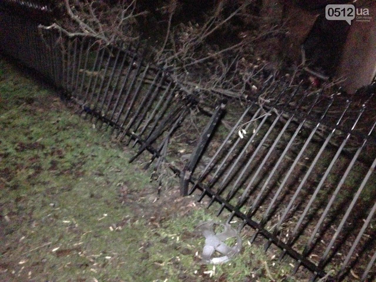 Страшное ДТП в Николаеве: 2 парня и 2 девушки на Мазде влетели в дерево - водитель умер на месте аварии, - ФОТО, фото-5