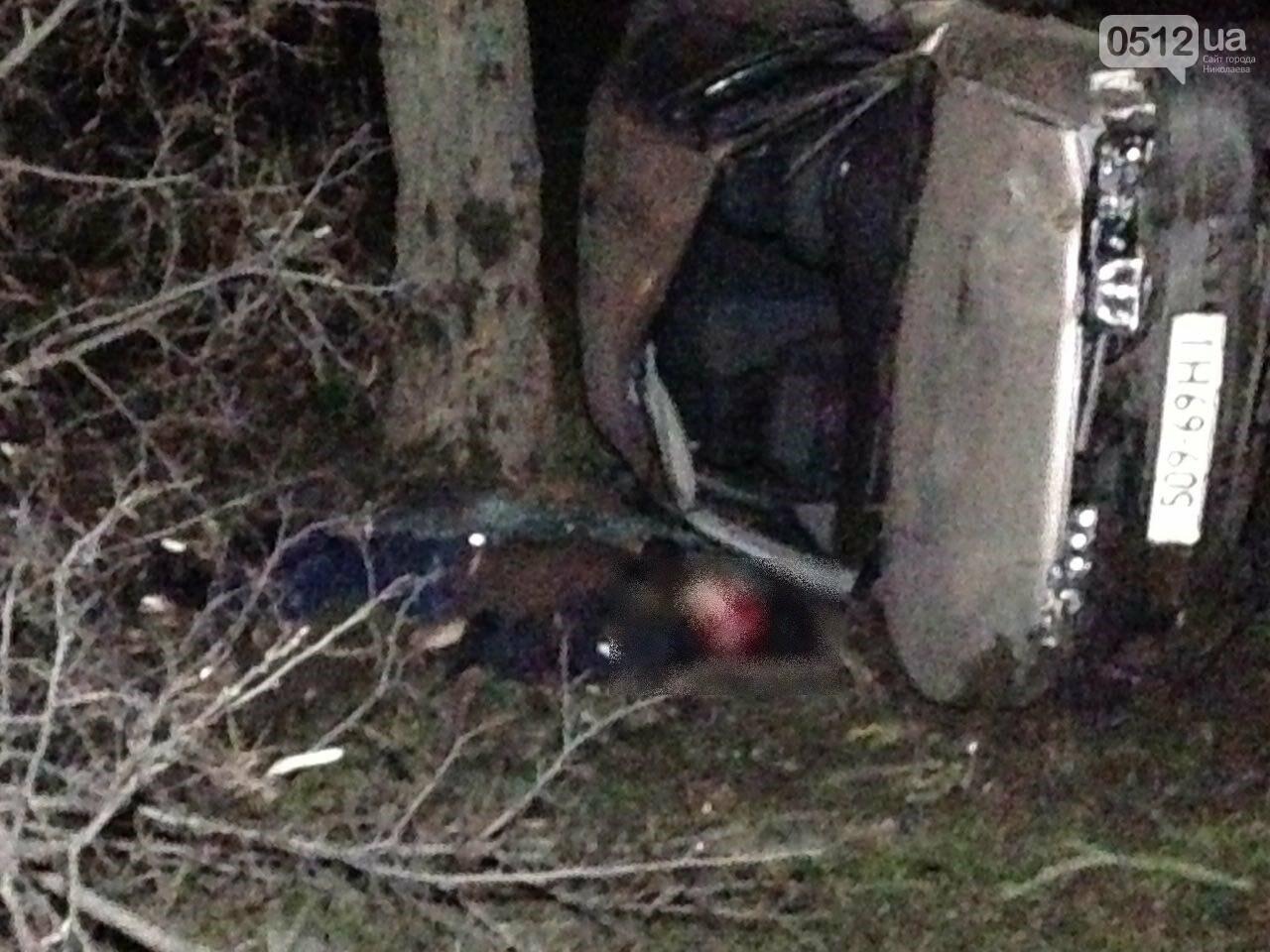 Страшное ДТП в Николаеве: 2 парня и 2 девушки на Мазде влетели в дерево - водитель умер на месте аварии, - ФОТО, фото-7