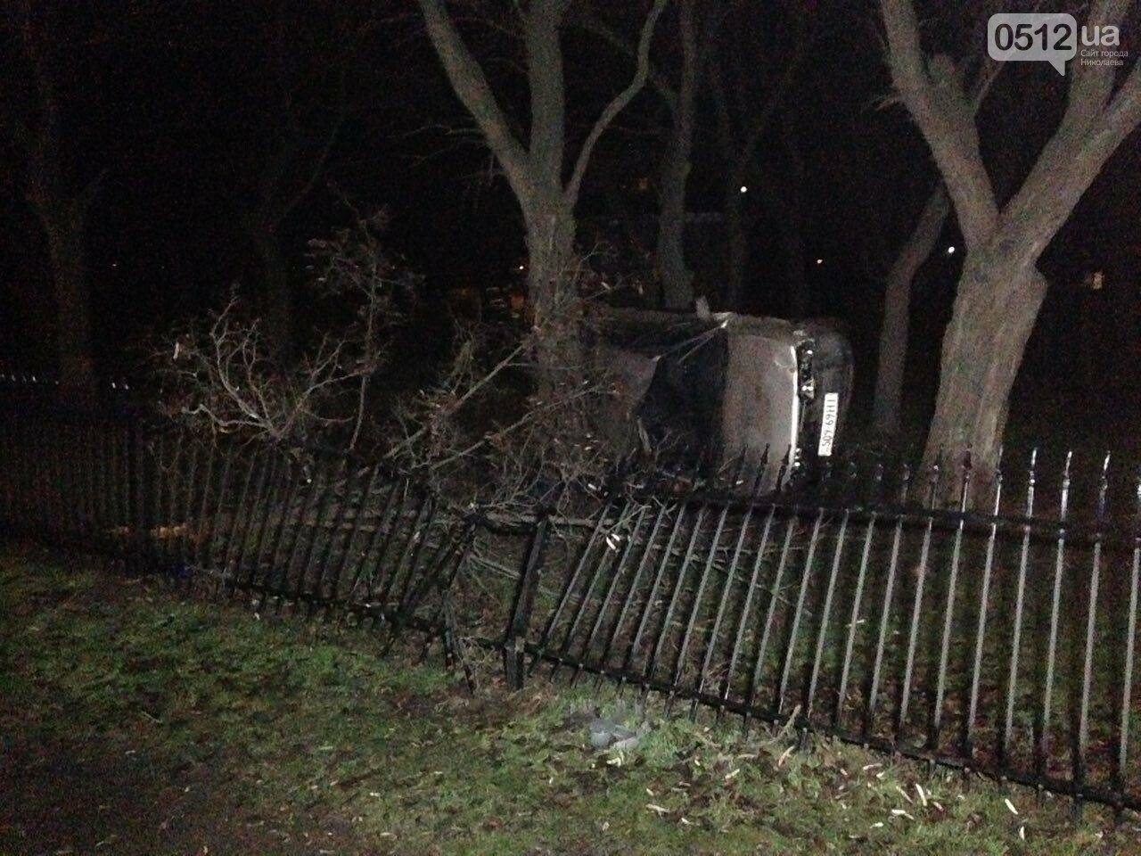 Страшное ДТП в Николаеве: 2 парня и 2 девушки на Мазде влетели в дерево - водитель умер на месте аварии, - ФОТО, фото-10