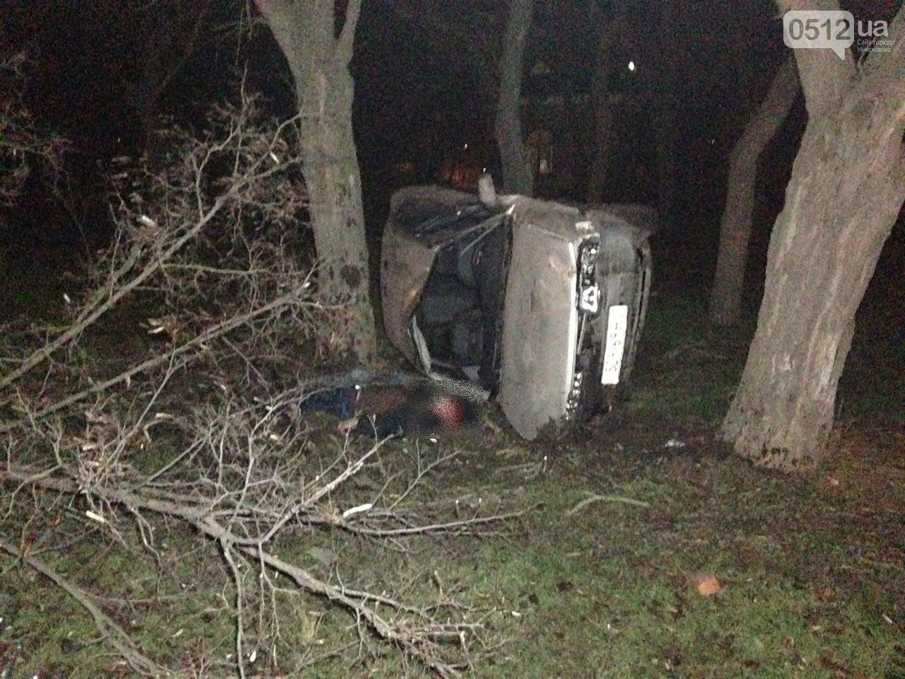 Страшное ДТП в Николаеве: 2 парня и 2 девушки на Мазде влетели в дерево - водитель умер на месте аварии, - ФОТО, фото-8