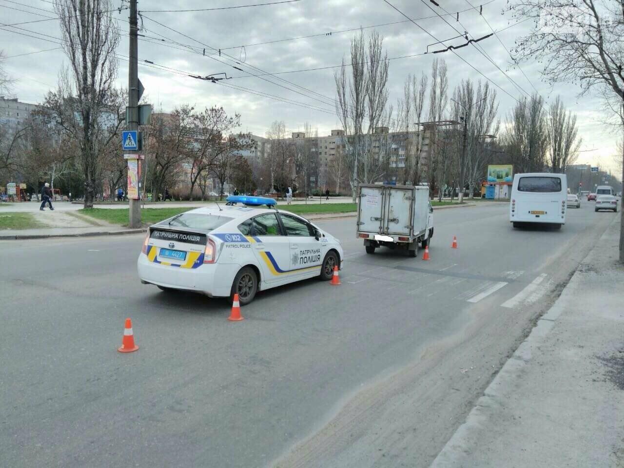 В Николаеве грузовик на пешеходном переходе сбил женщину с ребенком, - ФОТО, фото-1