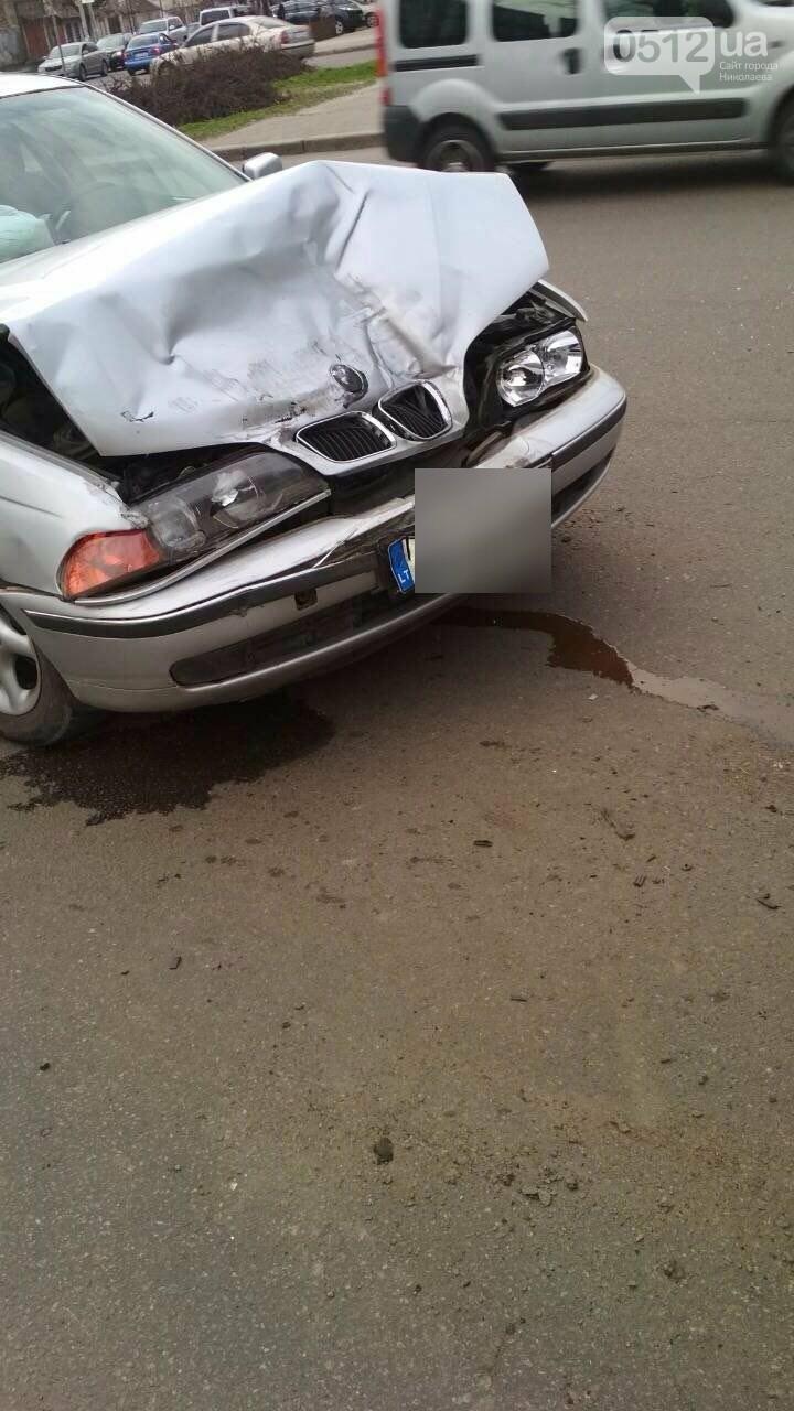 В центре Николаева BMW на еврономерах протаранило две стоящие маршрутки, - ФОТО, фото-5