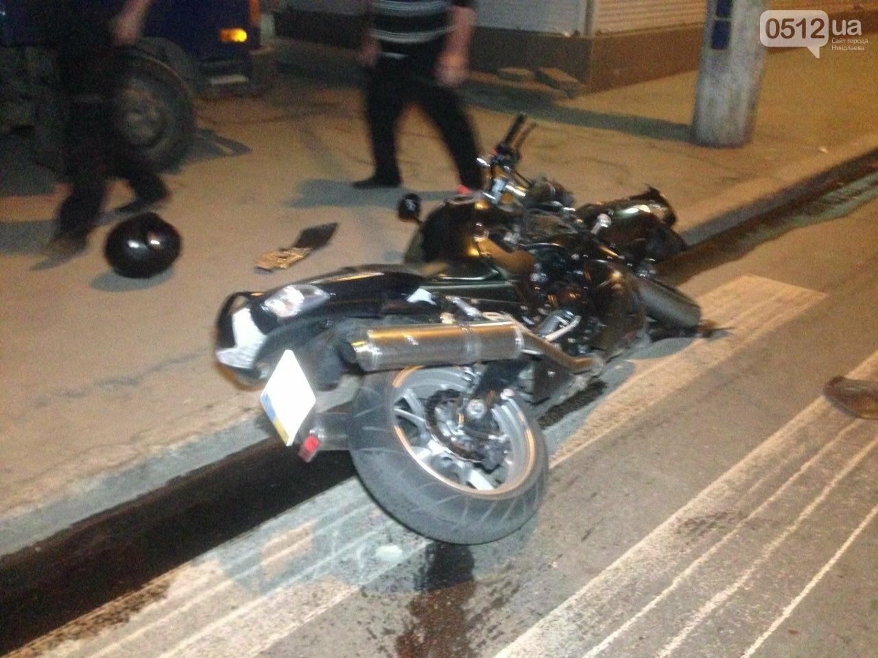 В Николаеве пьяный мотоциклист на большой скорости въехал в легковушку: есть пострадавшие, - ФОТО , фото-1
