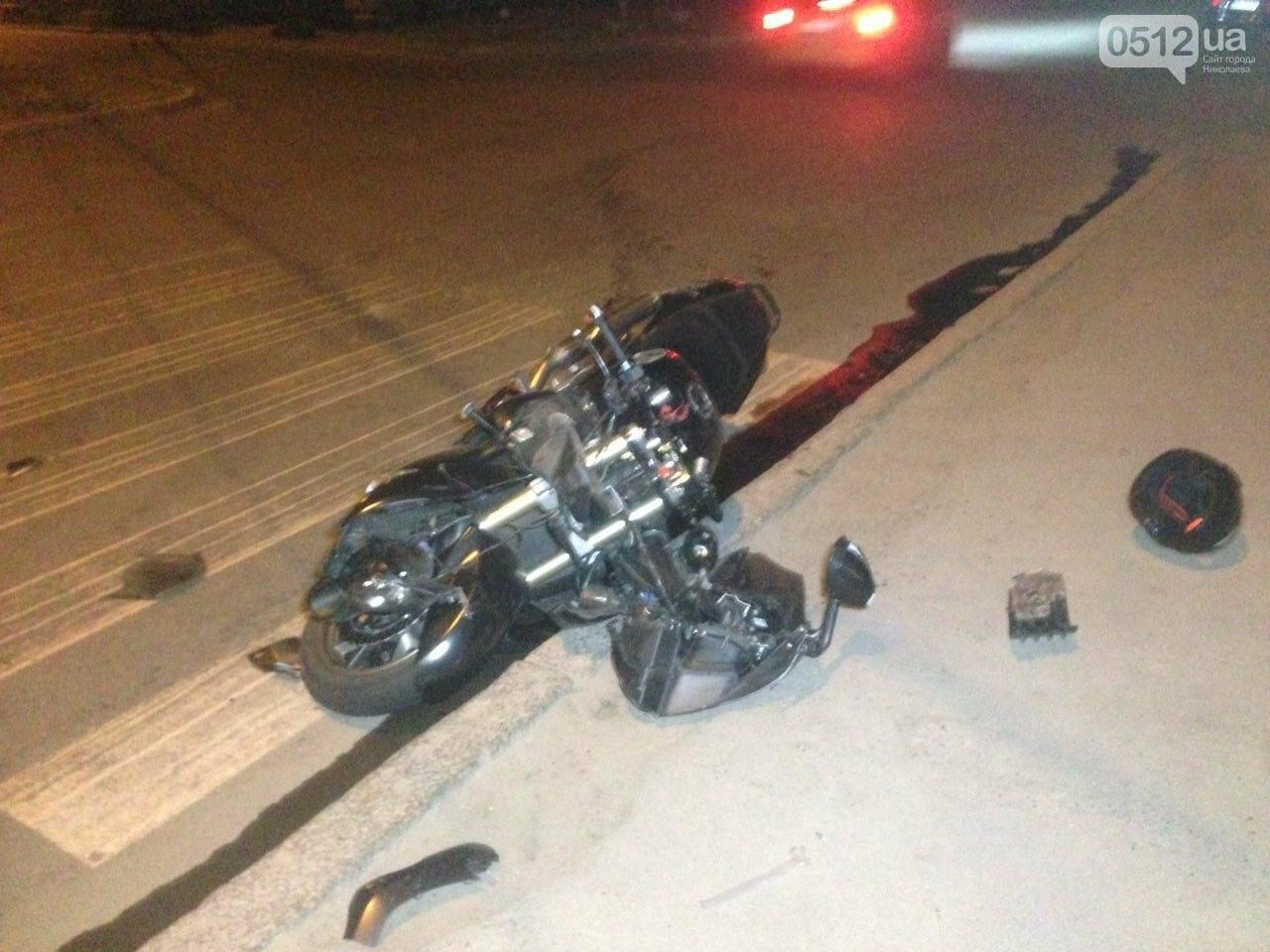 В Николаеве пьяный мотоциклист на большой скорости въехал в легковушку: есть пострадавшие, - ФОТО , фото-3