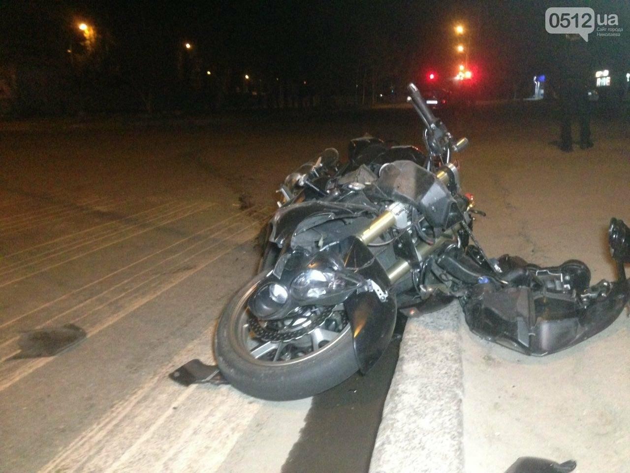 В Николаеве пьяный мотоциклист на большой скорости въехал в легковушку: есть пострадавшие, - ФОТО , фото-2