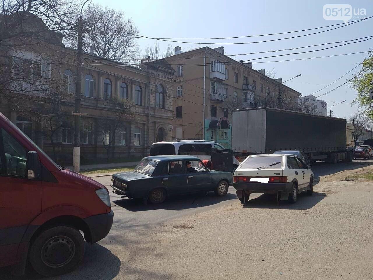 В Николаеве сломавшийся «Жигуль» создал пробку, - ФОТО, фото-2