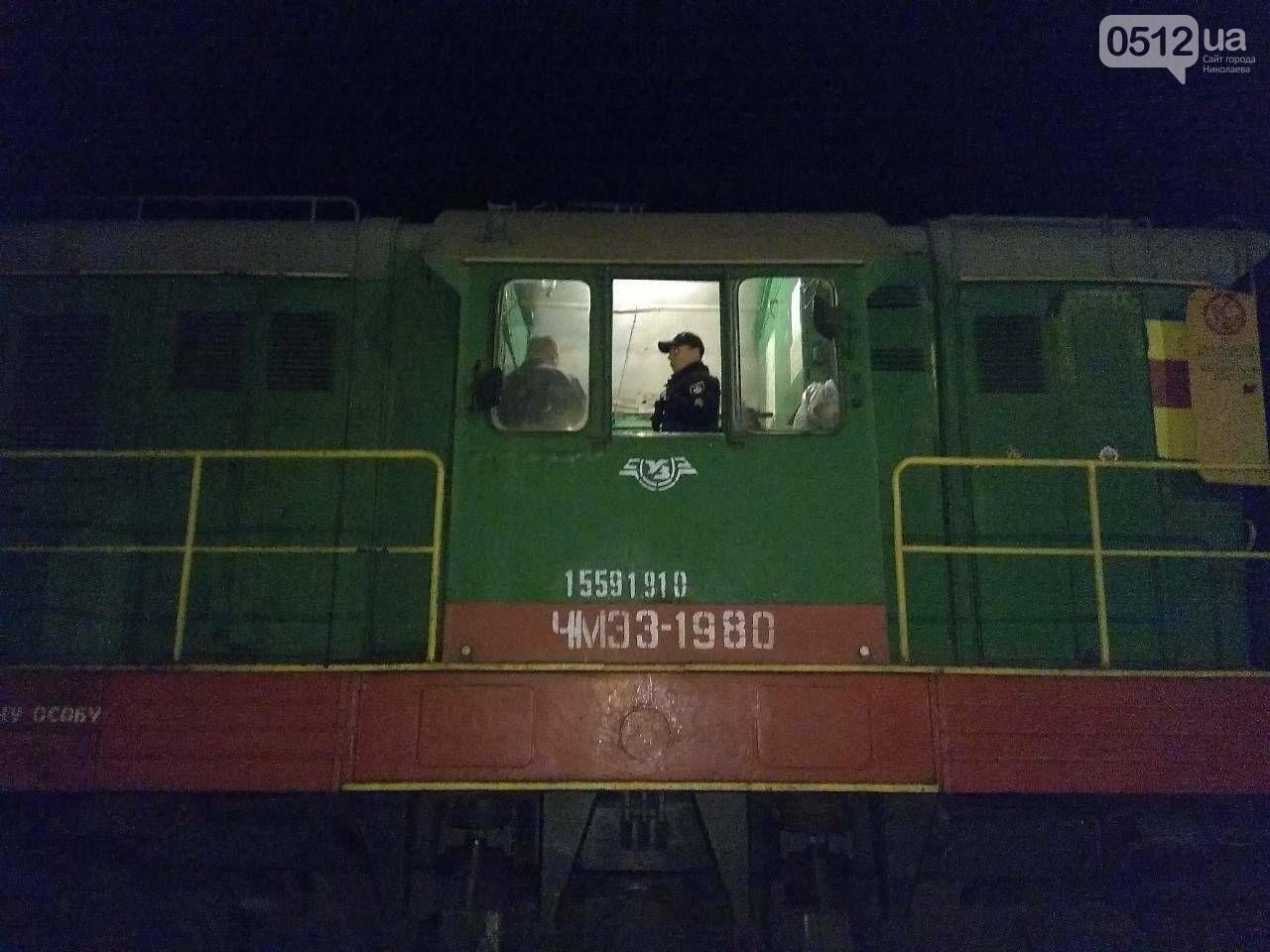 """В Николаеве сотрудник депо """"вынес"""" с предприятия почти 100 литров топлива, - ФОТО, фото-2"""