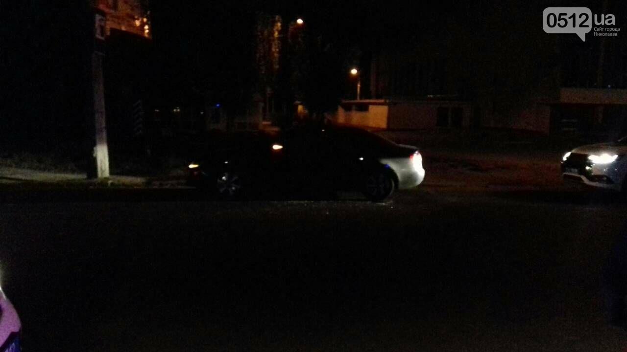 """В Николаеве патрульные вынуждены были разбить стекло """"Ауди"""", чтоб задержать пьяного водителя , - ФОТО, фото-1"""