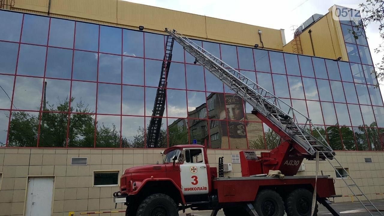 В Николаеве пожарные эвакуировали 10 человек из помещений ТРЦ City Center, - ФОТО, ВИДЕО, фото-3