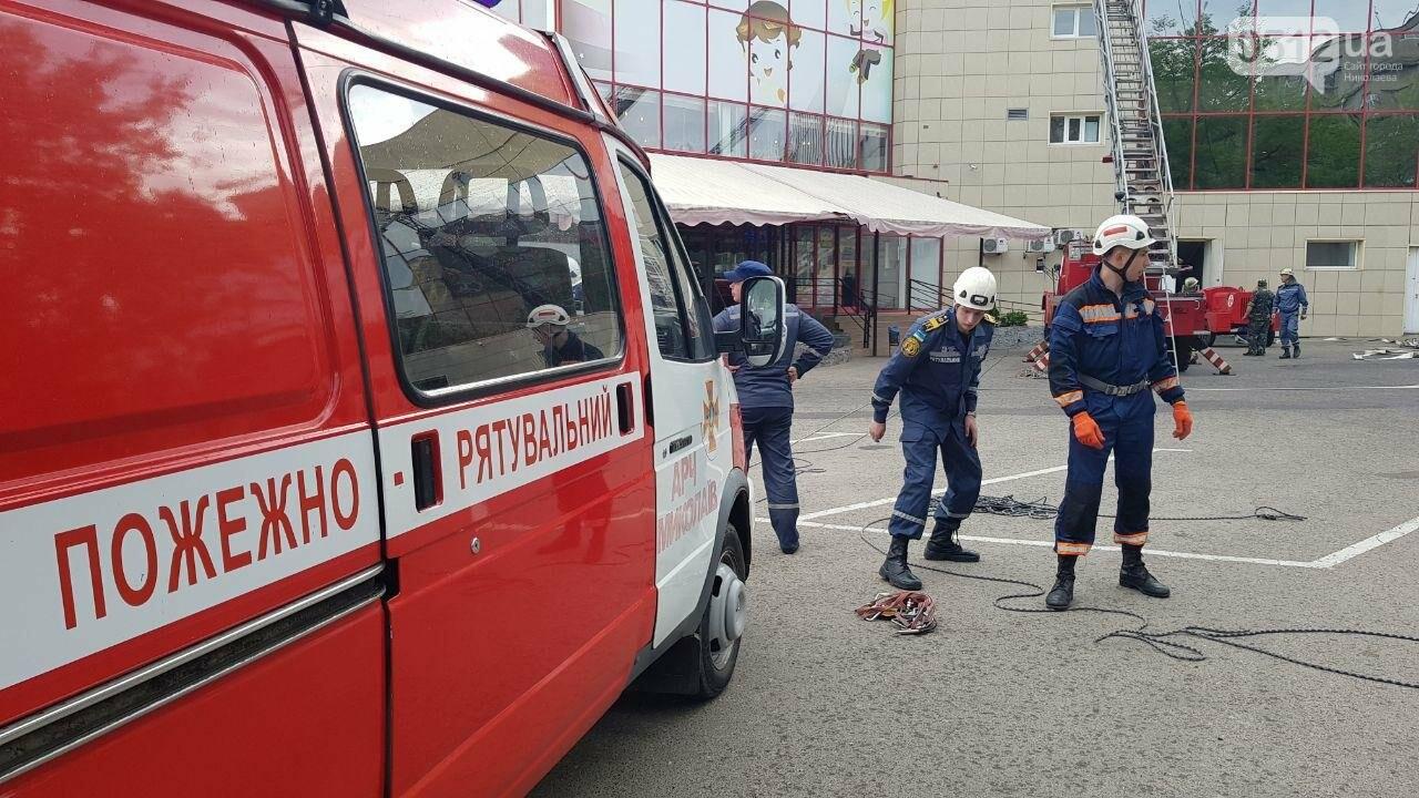 В Николаеве пожарные эвакуировали 10 человек из помещений ТРЦ City Center, - ФОТО, ВИДЕО, фото-8