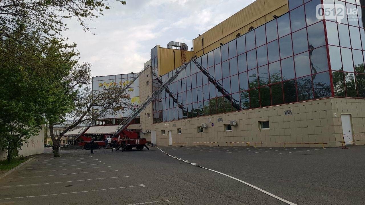 В Николаеве пожарные эвакуировали 10 человек из помещений ТРЦ City Center, - ФОТО, ВИДЕО, фото-4