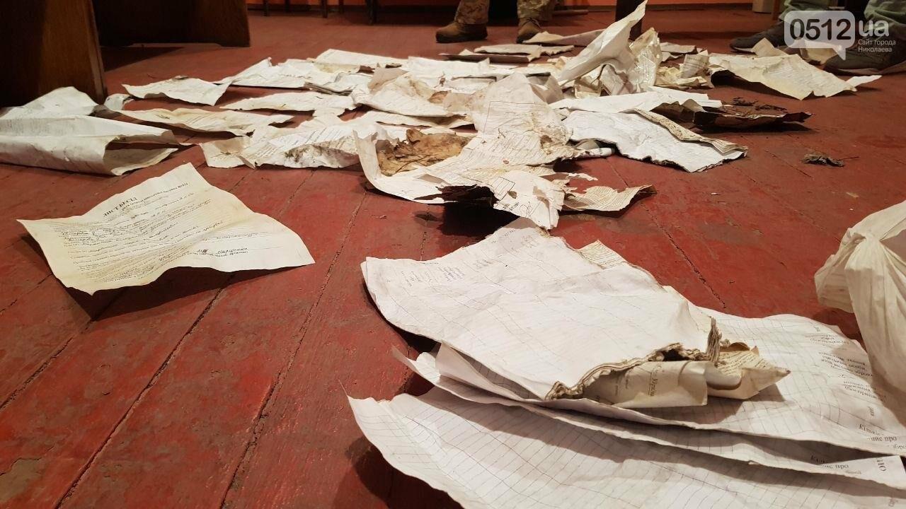 В документах, найденных на стихийной свалке в Николаеве, руководство части не нашло секретных данных, - ФОТО, фото-5