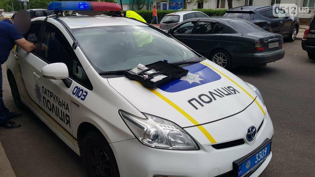 Празднование началось: в Николаеве остановили пьяного водителя за проезд на красный, - ФОТО, фото-1