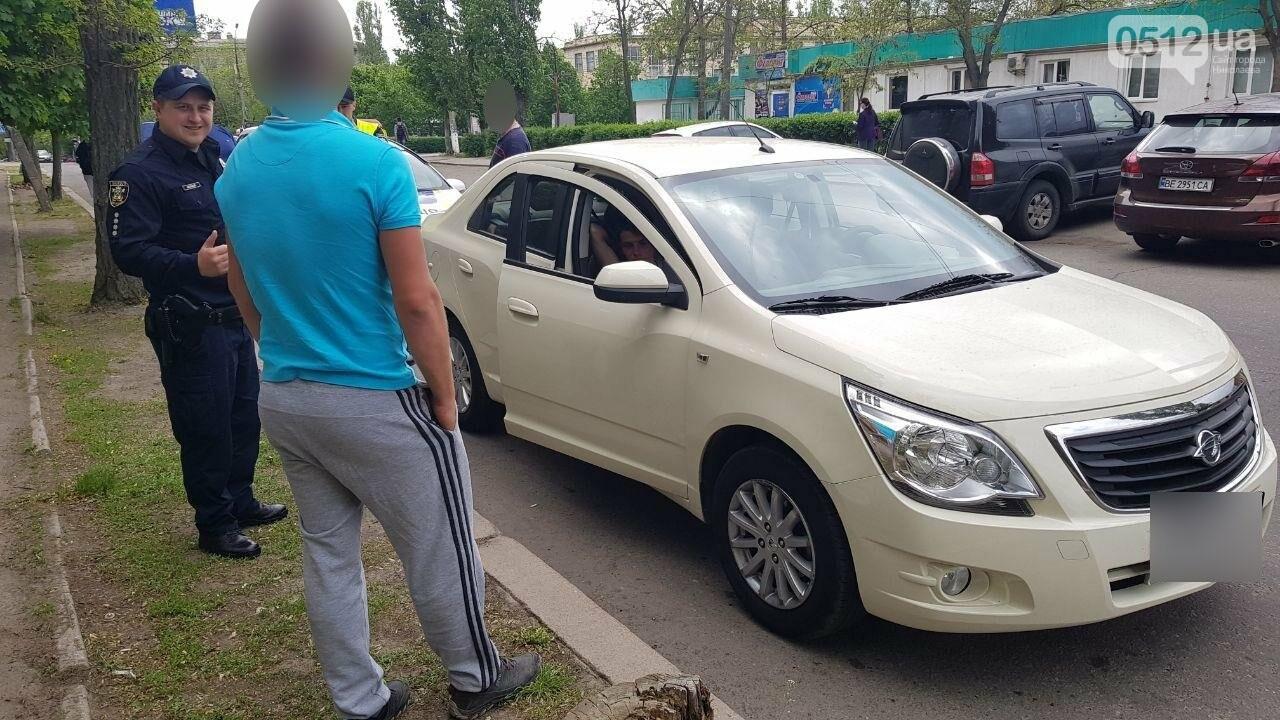 Празднование началось: в Николаеве остановили пьяного водителя за проезд на красный, - ФОТО, фото-3