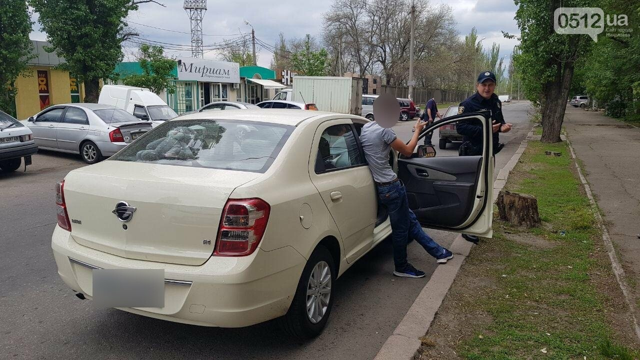 Празднование началось: в Николаеве остановили пьяного водителя за проезд на красный, - ФОТО, фото-4