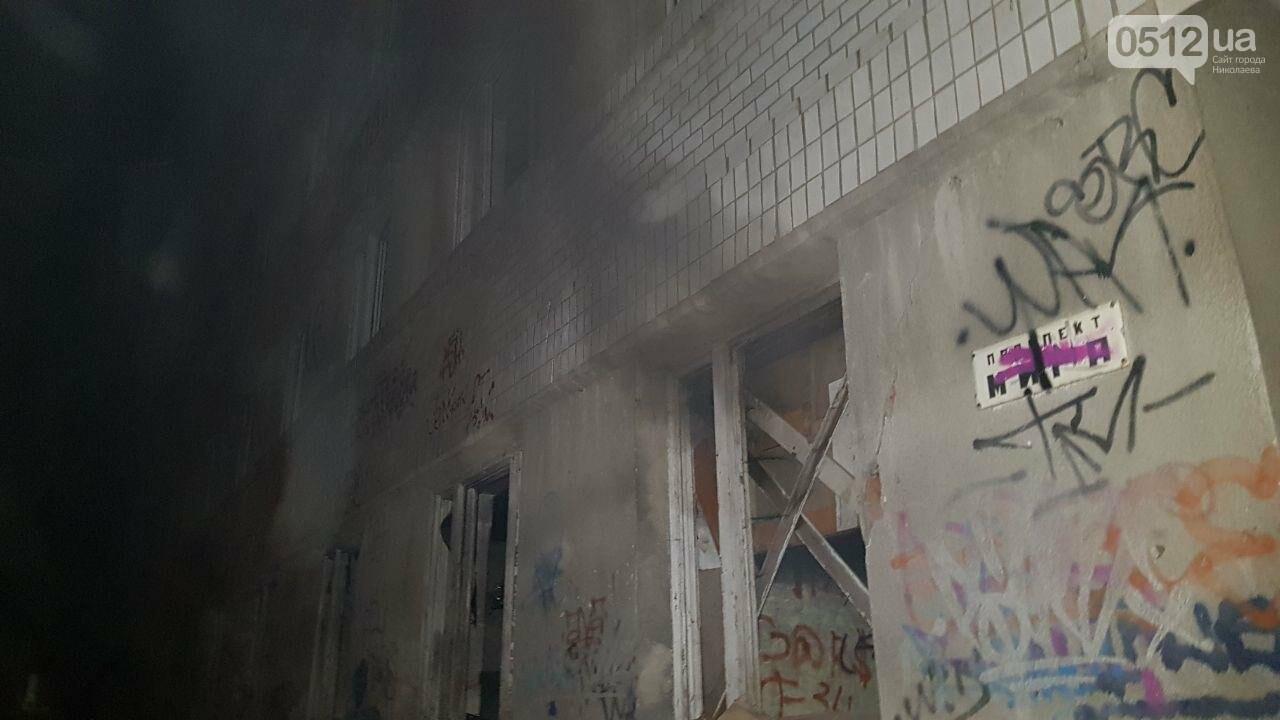 В Николаеве горел подвал заброшенного дома, в котором находился бездомный на инвалидной коляске, - ФОТО, ВИДЕО, фото-7