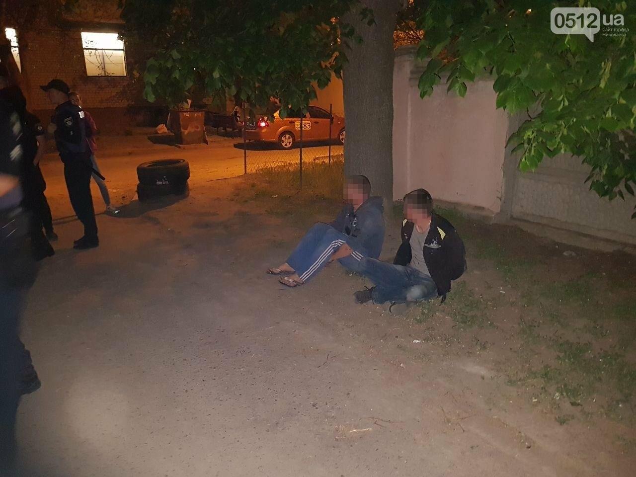 В Николаеве двое парней чуть не устроили поножовщину: патрульные подоспели вовремя, - ФОТО, фото-7