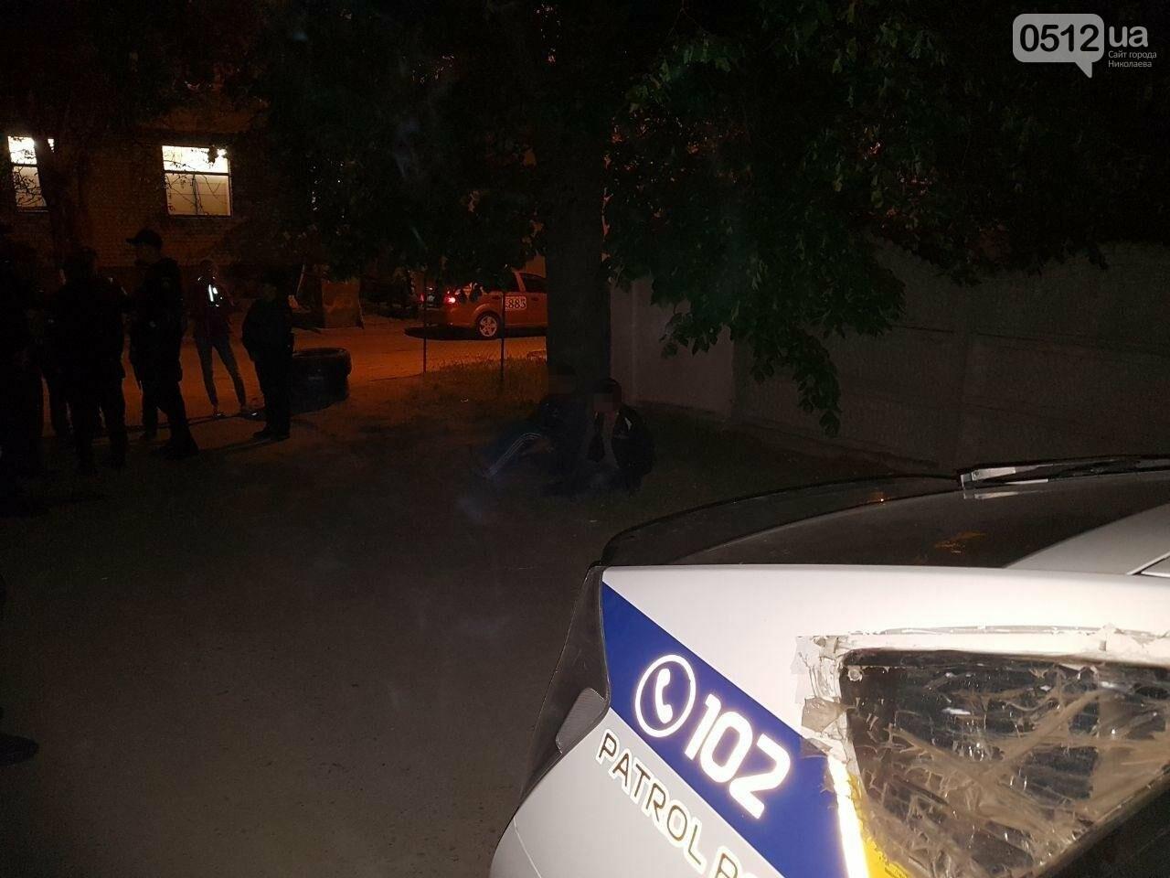 В Николаеве двое парней чуть не устроили поножовщину: патрульные подоспели вовремя, - ФОТО, фото-5