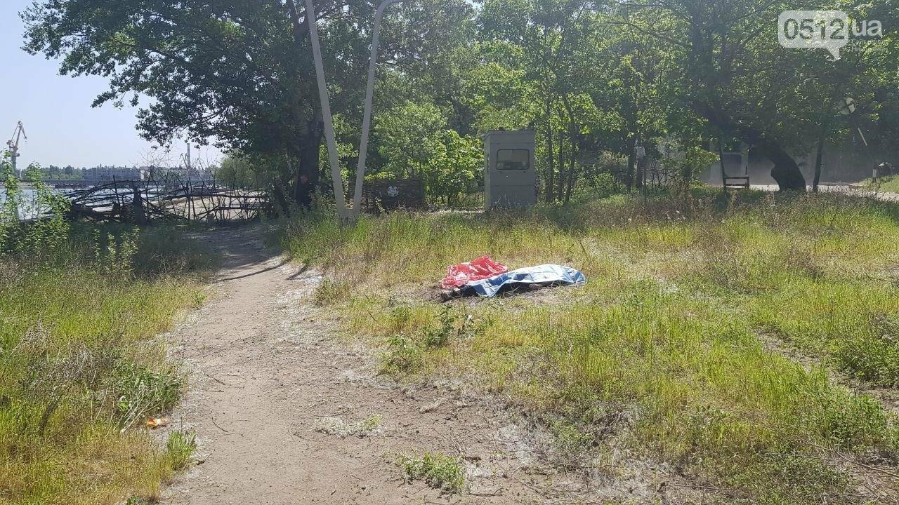 Мужчина разбился насмерть, упав с Ингульского моста в Николаеве - ФОТО, ВИДЕО, фото-2