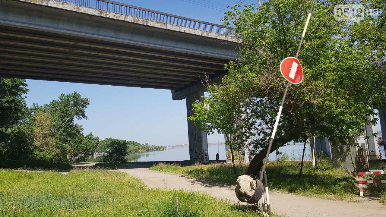 Мужчина разбился насмерть, упав с Ингульского моста в Николаеве - ФОТО, ВИДЕО, фото-3