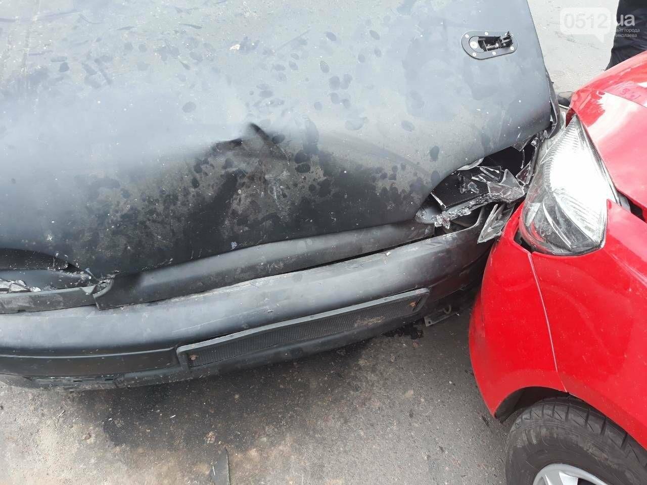 ДТП на выезде из Николаева: столкнулись автомобиль «Coca-cola» и ВАЗ, - ФОТО, фото-2
