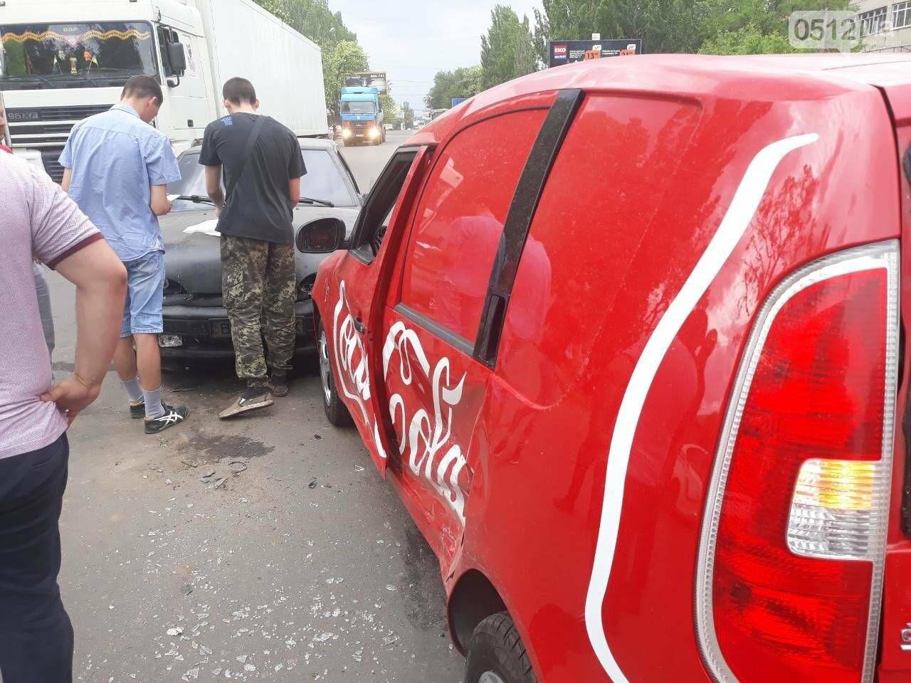ДТП на выезде из Николаева: столкнулись автомобиль «Coca-cola» и ВАЗ, - ФОТО, фото-3