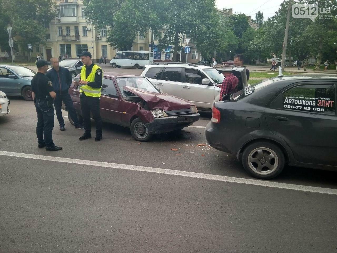 В центре Николаева произошла авария с участием автомобиля автошколы, - ФОТО, фото-2