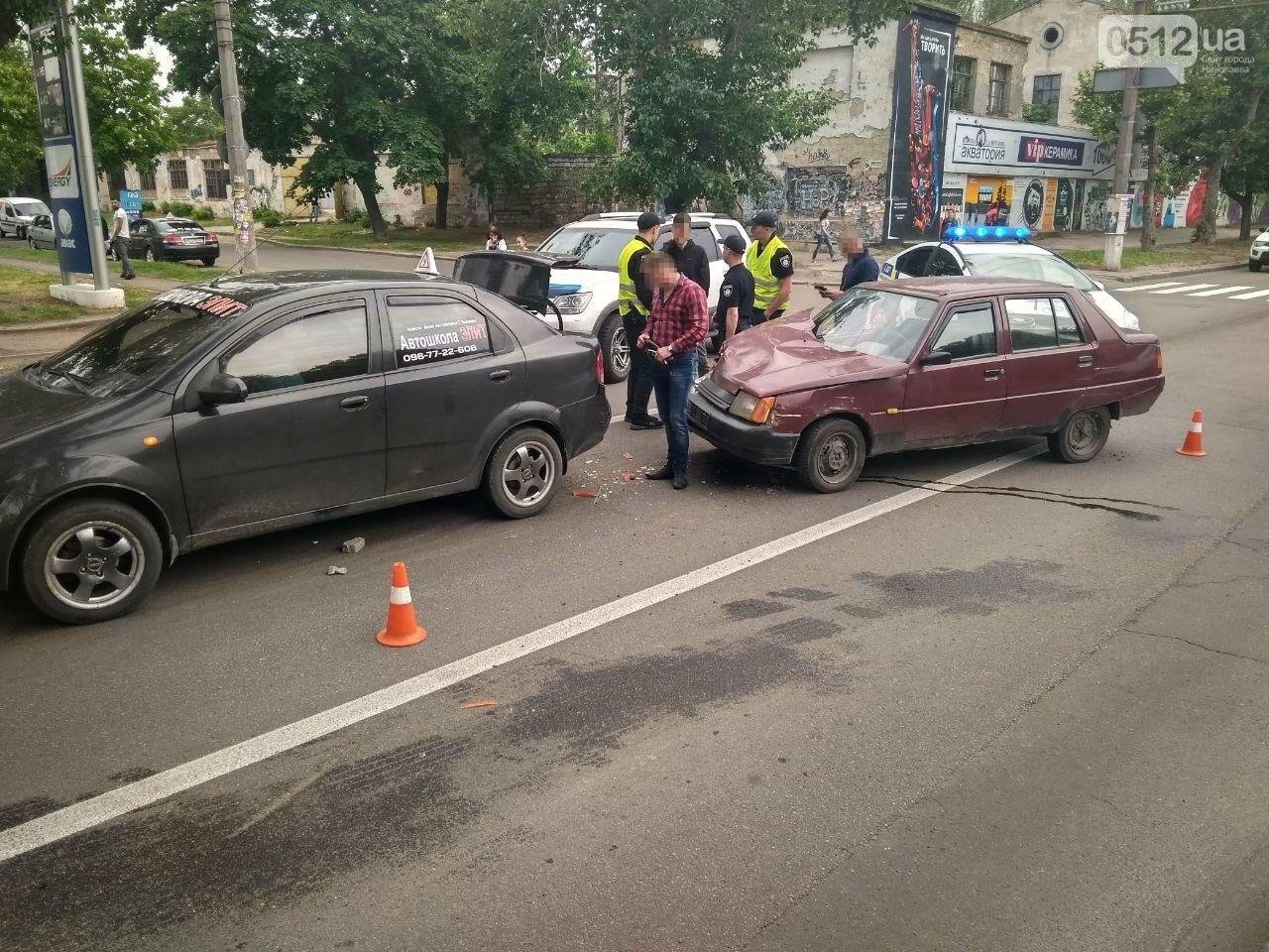 В центре Николаева произошла авария с участием автомобиля автошколы, - ФОТО, фото-7