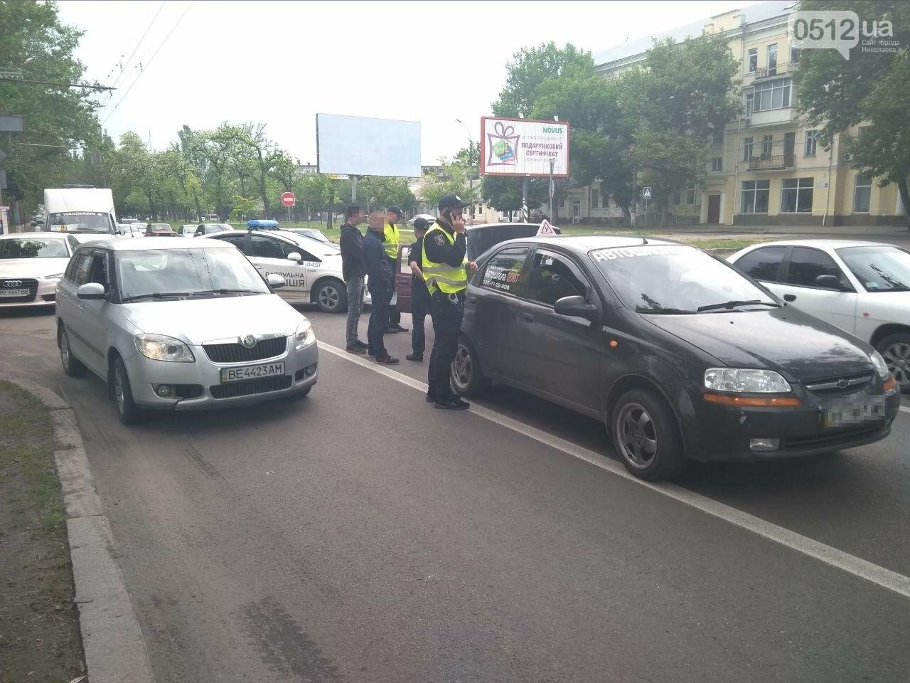 В центре Николаева произошла авария с участием автомобиля автошколы, - ФОТО, фото-3