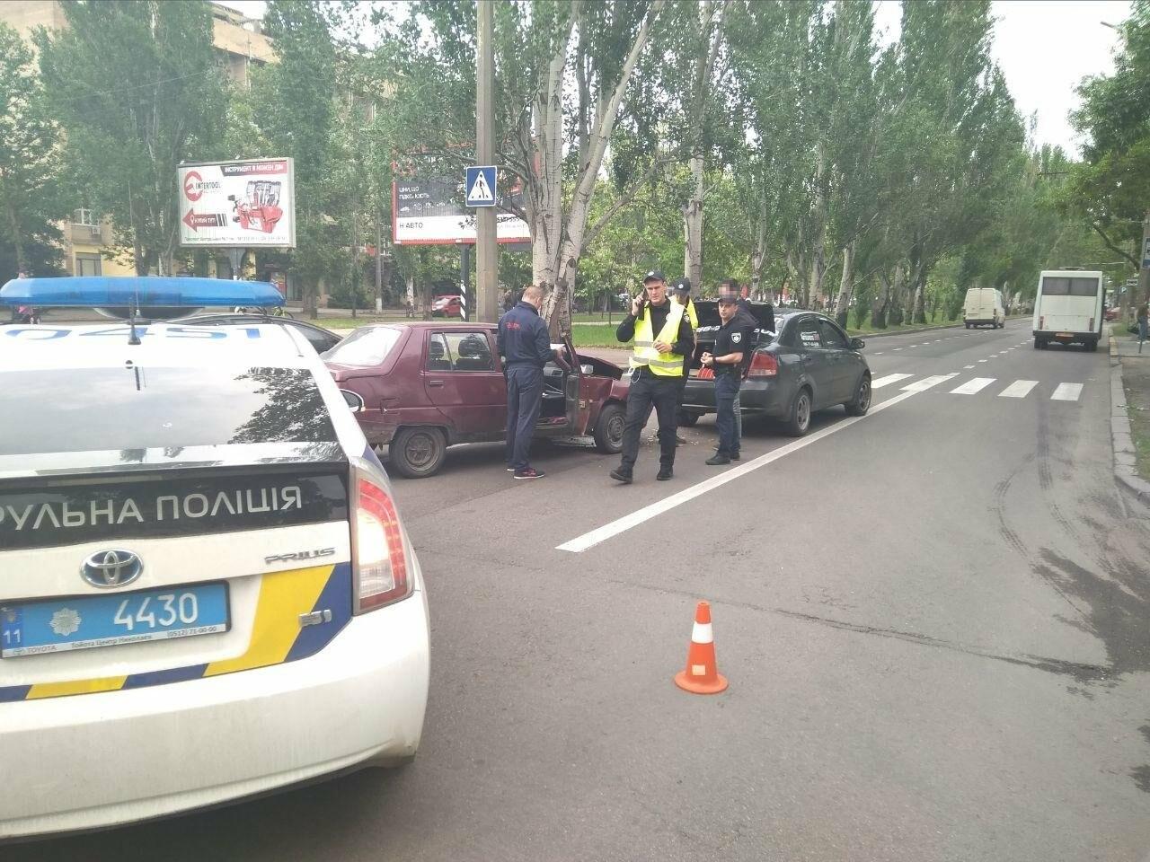 В центре Николаева произошла авария с участием автомобиля автошколы, - ФОТО, фото-4