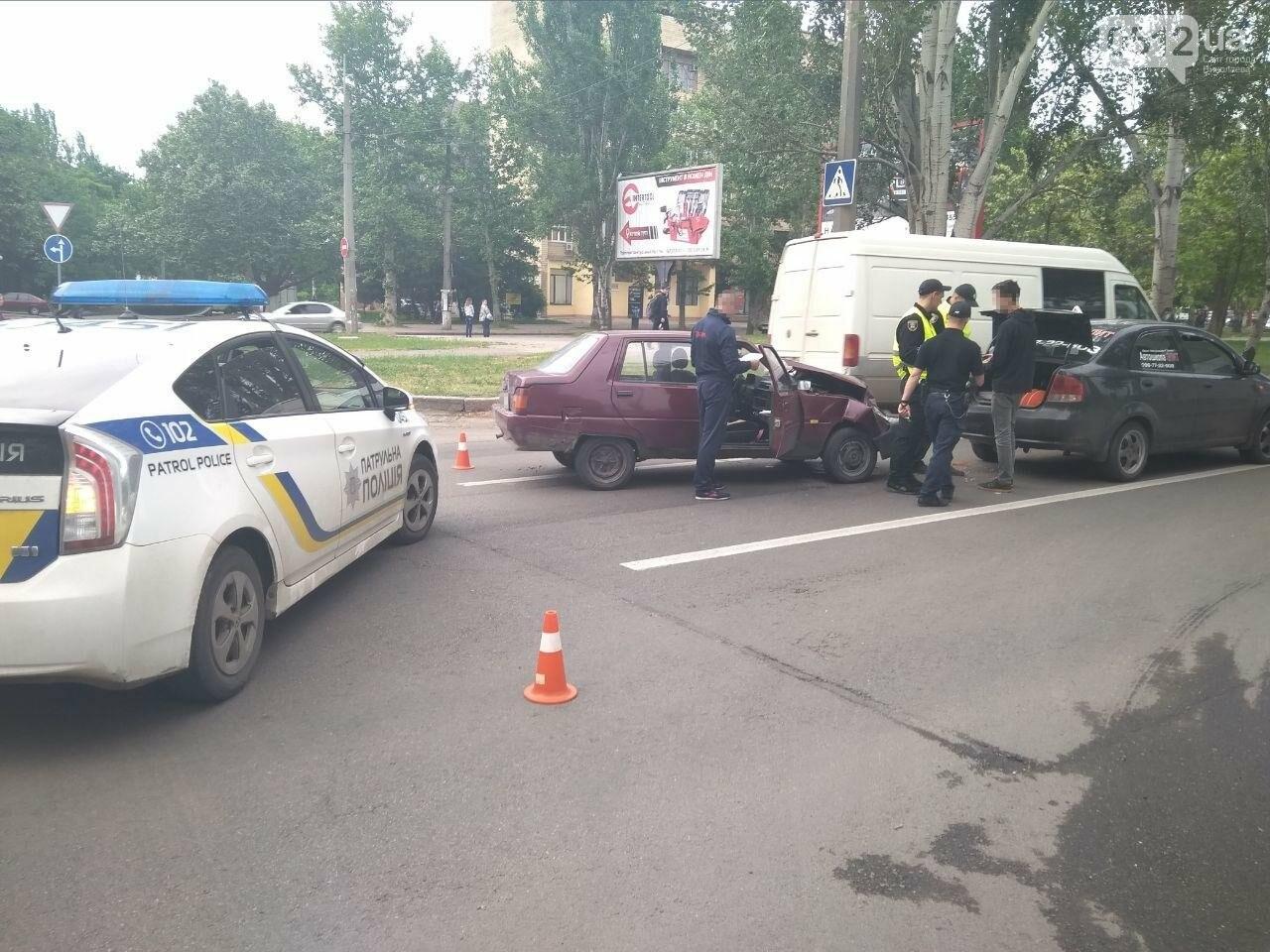 В центре Николаева произошла авария с участием автомобиля автошколы, - ФОТО, фото-6