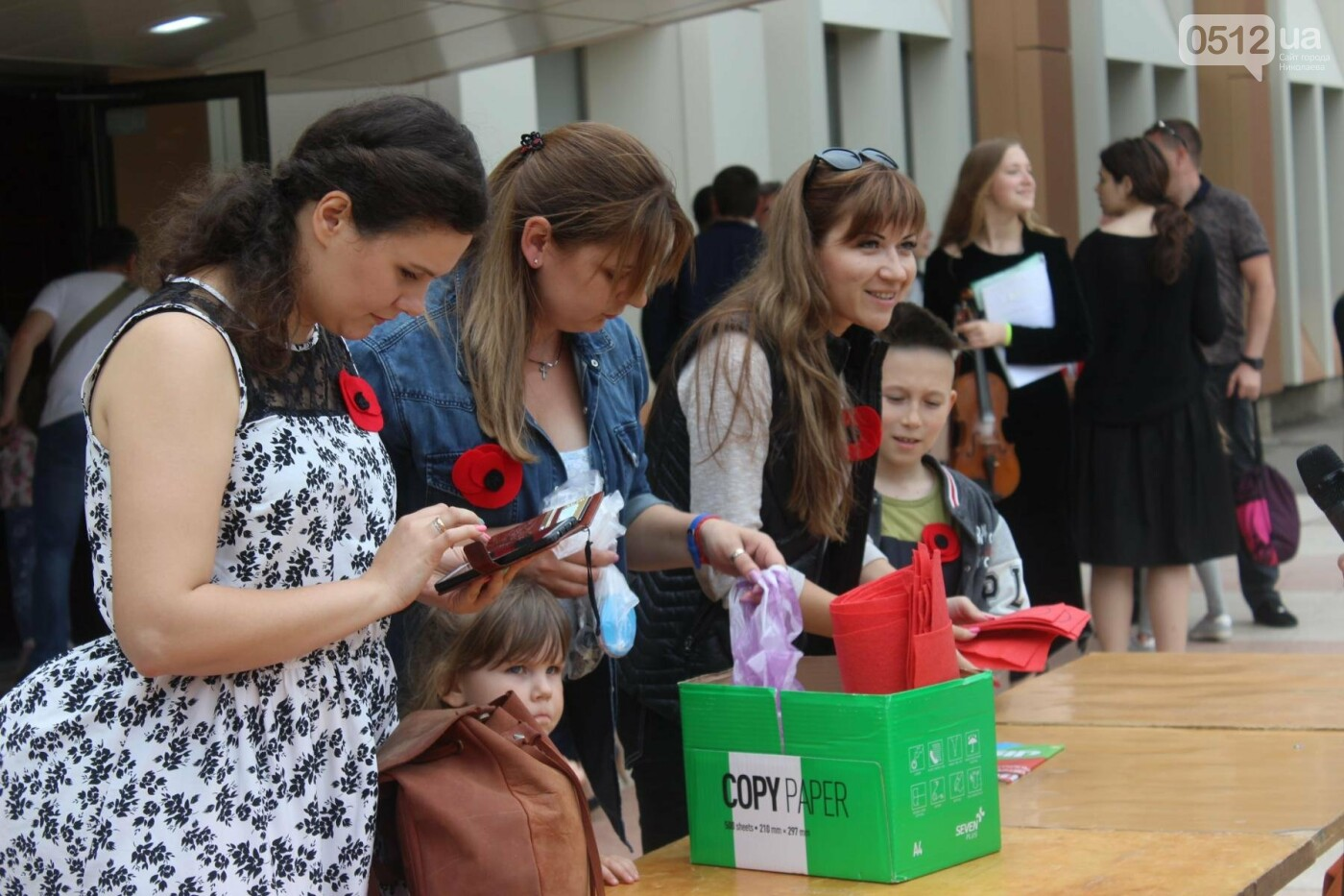 В Николаеве прошла акция по изготовлению маков, - ФОТО , фото-1