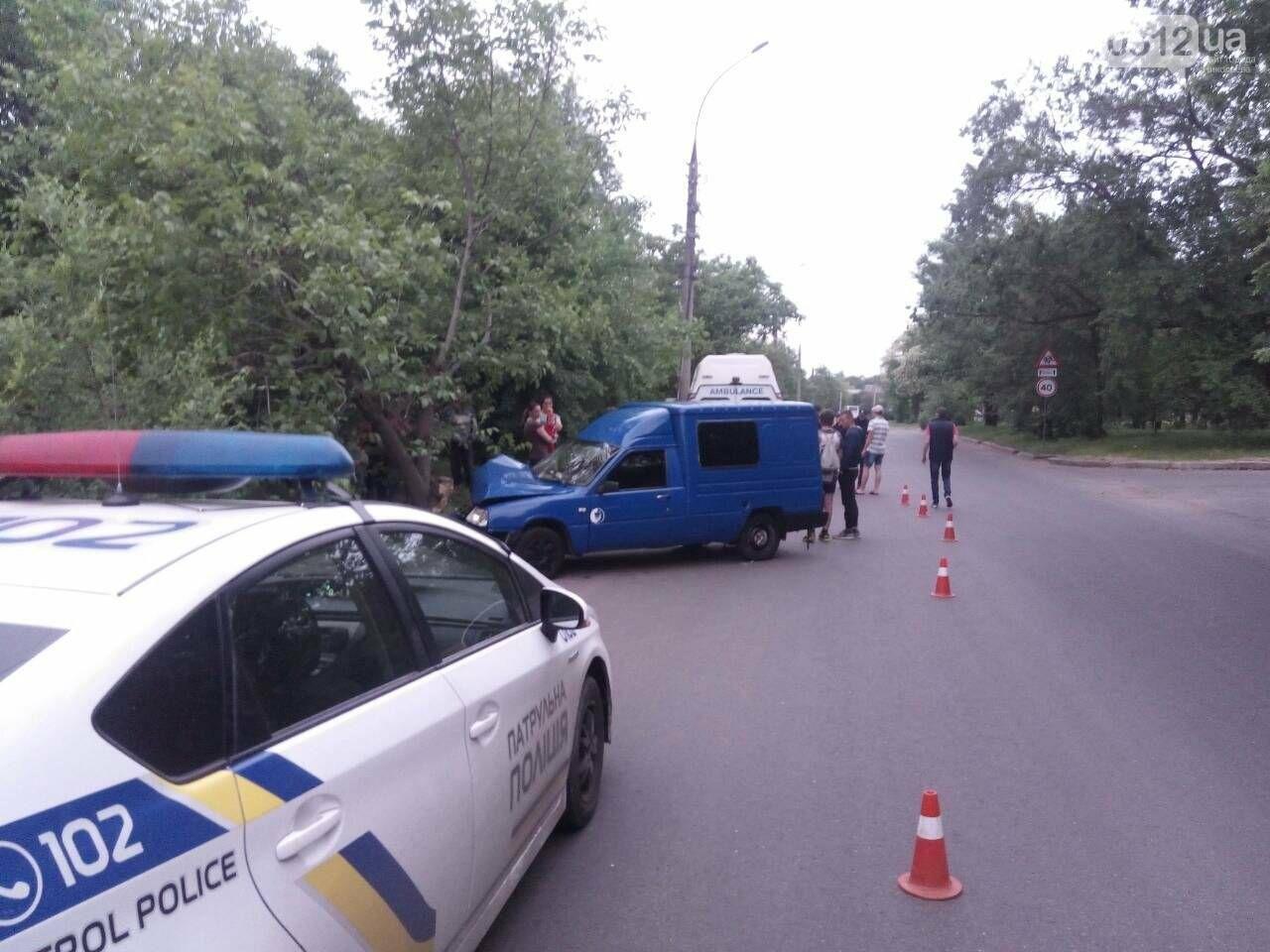 В Николаеве ИЖ врезался в дерево: пострадали пассажиры, - ФОТО, фото-6