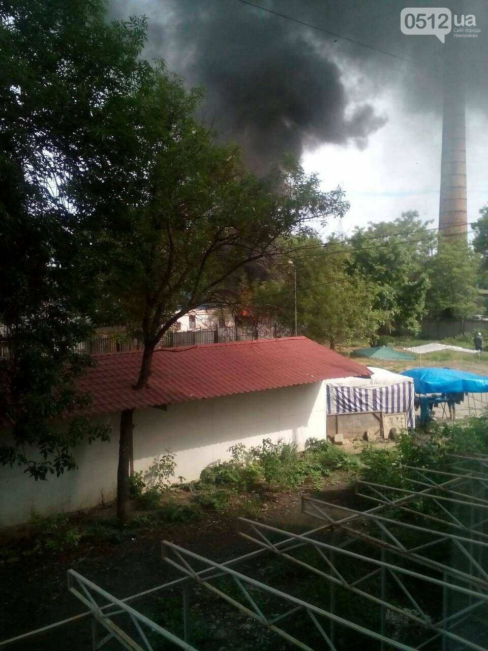 """В Николаеве на рынке """"Колос"""" горели деревянные ящики: огонь начал распространятся, - ФОТО, ВИДЕО, фото-5"""