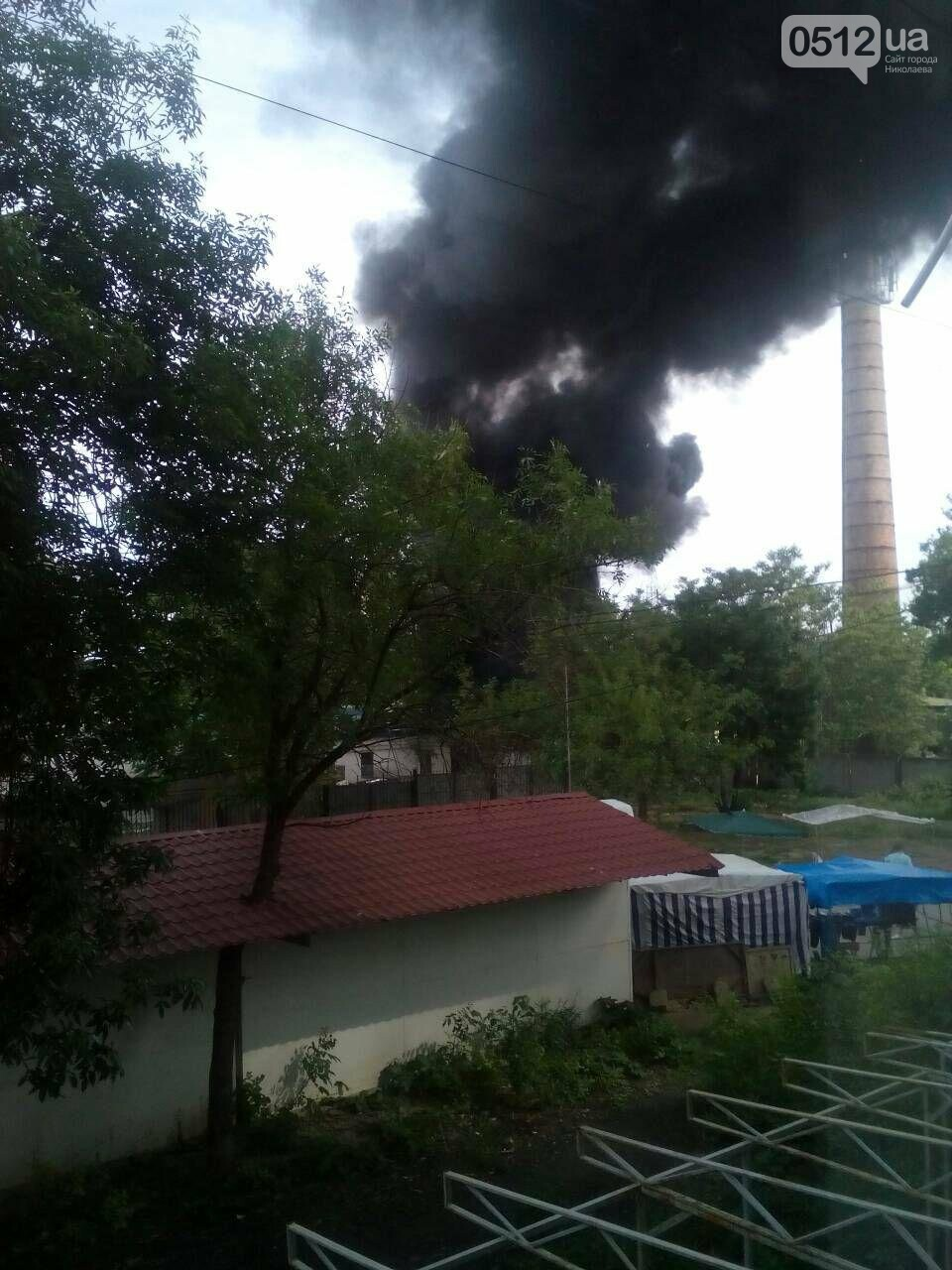 """В Николаеве на рынке """"Колос"""" горели деревянные ящики: огонь начал распространятся, - ФОТО, ВИДЕО, фото-6"""