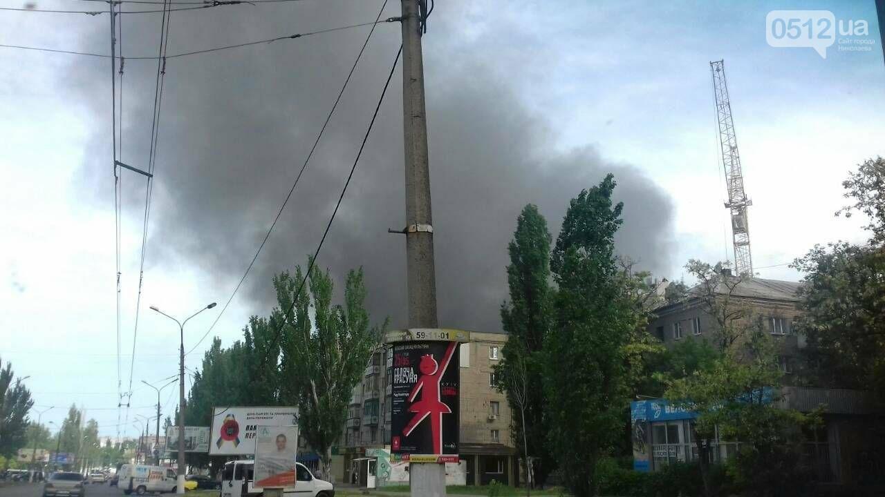 """В Николаеве на рынке """"Колос"""" горели деревянные ящики: огонь начал распространятся, - ФОТО, ВИДЕО, фото-2"""