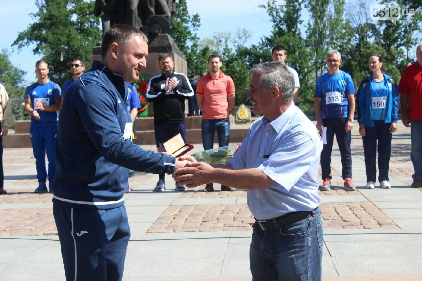 В Николаеве на день олимпийца спортсменам вручили награды и ключи от нового автобуса, - ФОТО , фото-1