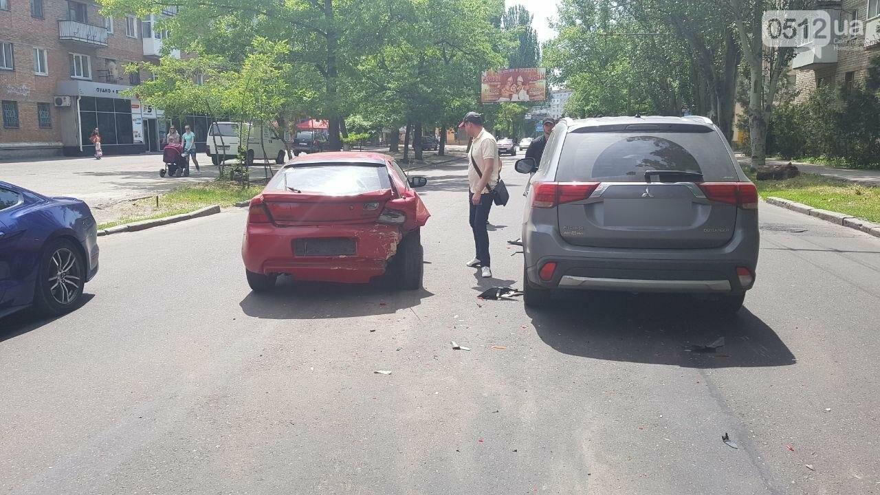В Николаеве по пути на Намыв столкнулись две иномарки, - ФОТО, ВИДЕО, фото-9