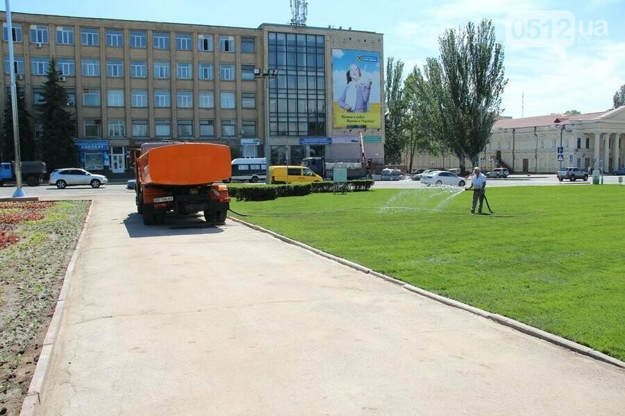 Свежо и зелено: главная николаевская площадь обрела новые краски, - ФОТО, фото-1