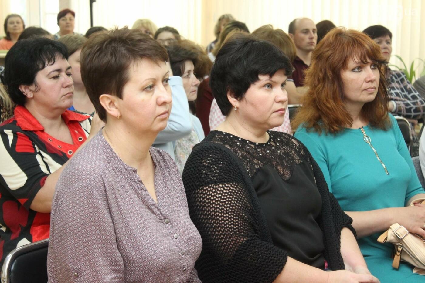 Пиво и котики: в Николаеской библиотеке состоялось литературное ревью, - ФОТО, фото-18