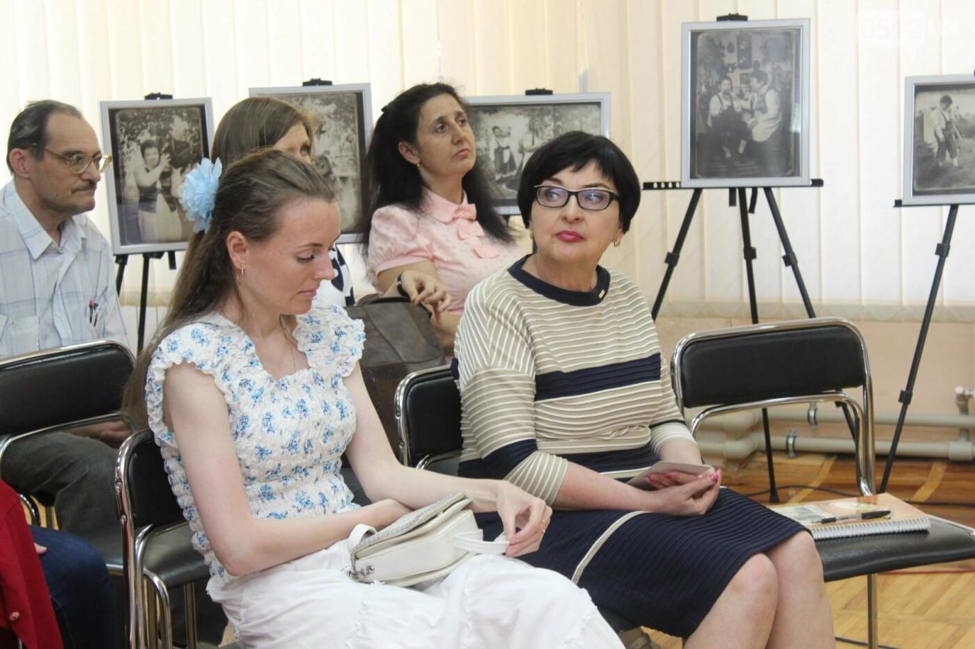 Пиво и котики: в Николаеской библиотеке состоялось литературное ревью, - ФОТО, фото-16