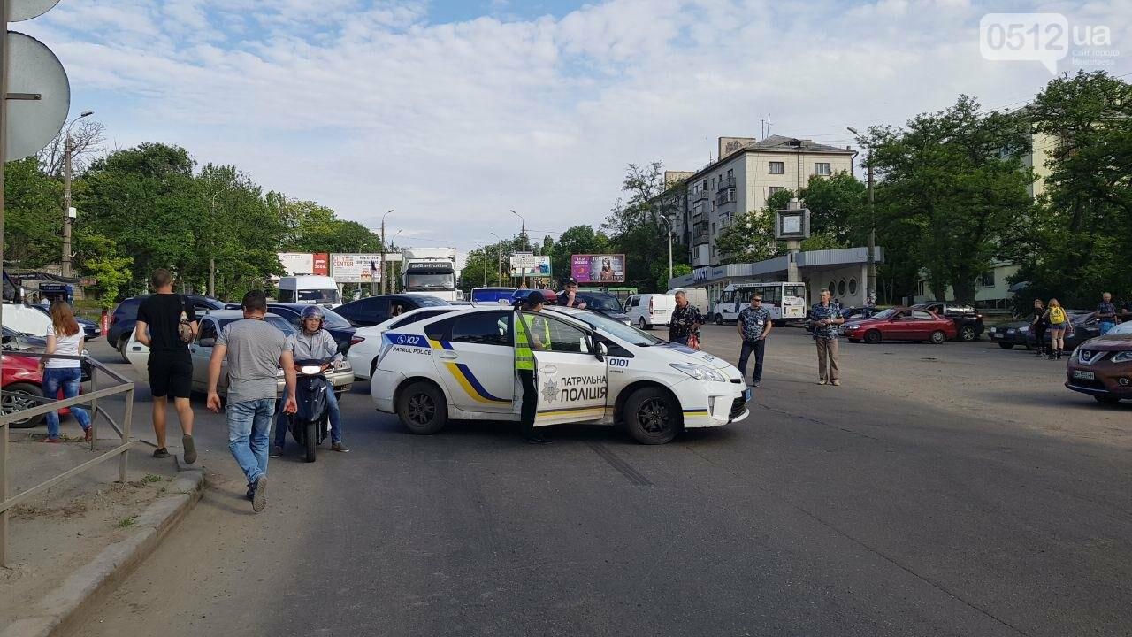 В Николаеве развели мосты для военного корабля, - ФОТО, ВИДЕО, фото-3