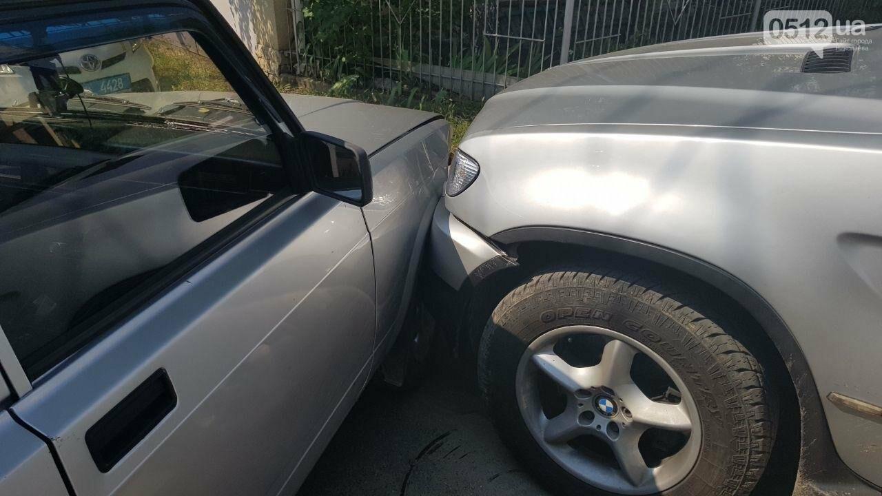"""В Николаеве не поделили дорогу полицейский автомобиль УМВД и """"БМВ"""", - ФОТО, фото-1"""